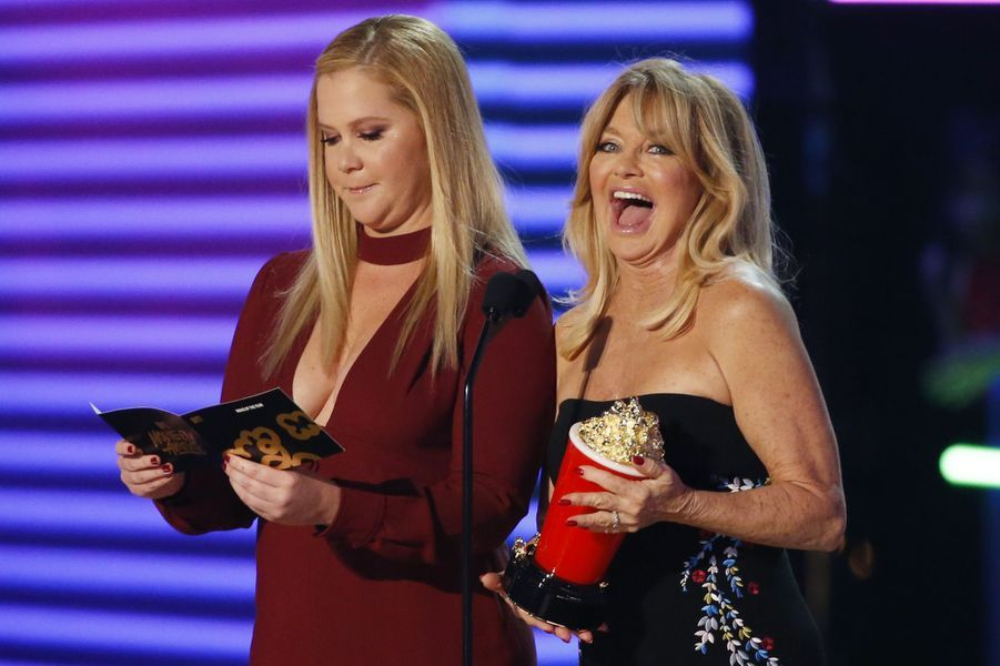 Amy Schumer et Goldie Hawnaux MTV Movie and TV Awards, à Los Angeles, le 7 mai 2017.