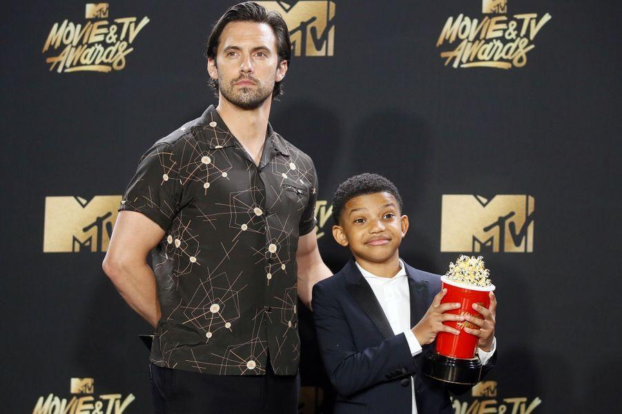 Milo Ventimiglia et Lonnie Chavisaux MTV Movie and TV Awards, à Los Angeles, le 7 mai 2017.