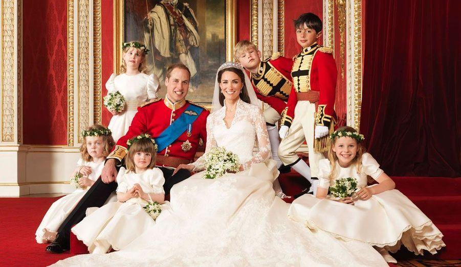 """Cette année a été marquée par de nombreuses unions, dont deux mariages royaux. De Claude Chirac à Rachel Weisz, en passant par Lily Allen, Paul McCartney ou encore Kate Moss, tour d'horizon des """"oui"""" qui ont ponctué ces douze derniers mois.Ce fut sûrement le mariage le plus retentissant de l'année: celui de Kate Middleton et du prince William, le 29 avril 2011."""