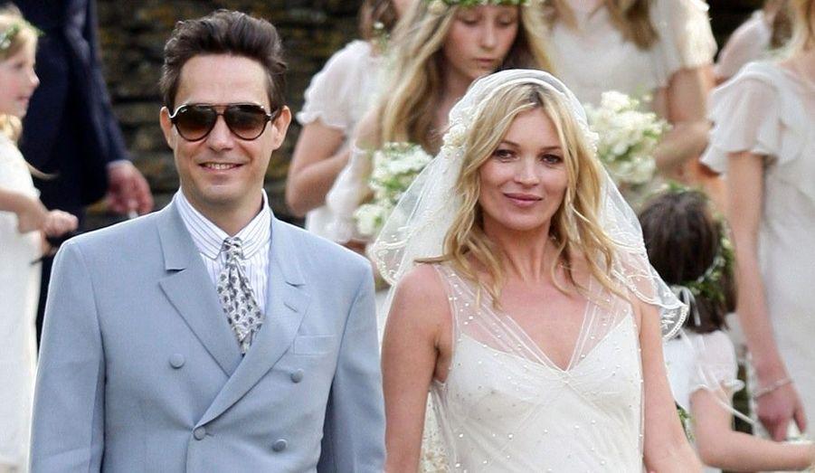 A 37 ans, Kate Moss a épousé son fiancé Jamie Hince, membre du duo The Kills, le 1er juillet 2011 à Londres.