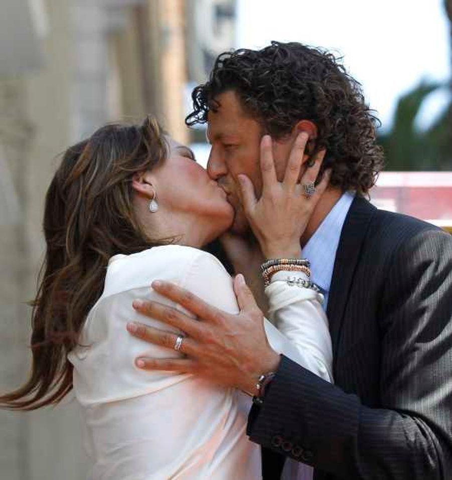 Shania Twain s'est mariée le jour du Nouvel an avec l'homme d'affaires Frédéric Thiébaut, l'ex-conjoint de la maitresse de son ex-mari, le producteur de musique Robert John «Mutt» Lange…
