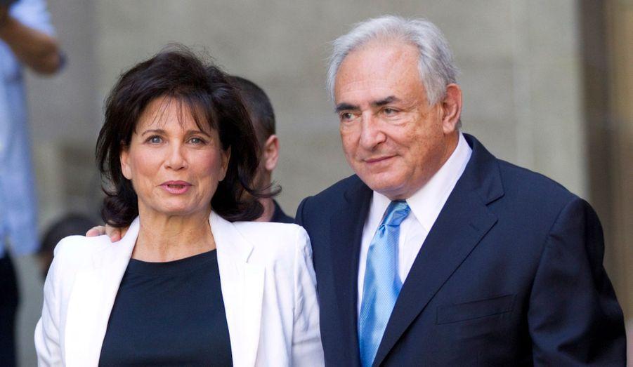 Le mariage de l'homme politique et de la journaliste aura duré 21 ans. DSK et Anne Sinclair auront traversé ensemble l'épreuve du Sofitel, dont l'ancien ministre s'est sorti au civil après un accord signé avec Nafissatou Diallo, mais se sont séparés un peu moins d'un an après leur retour en France. Depuis, tous deux auraient retrouvé l'amour.