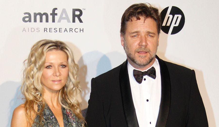 Mi-octobre, le couple aurait mis fin à ses neuf ans de mariage. Quatre mois auparavant, des rumeurs avaient lié la chanteuse australienne à son partenaire de «Danse avec les stars», un danseur professionnel de 38 ans. Russell Crowe serait, de son côté, proche de Katie Lee, l'ex-femme de Billy Joel. Mais il a démenti récemment ces «ragots cruels» sur Twitter, affirmant vouloir «ressouder [sa] famille».