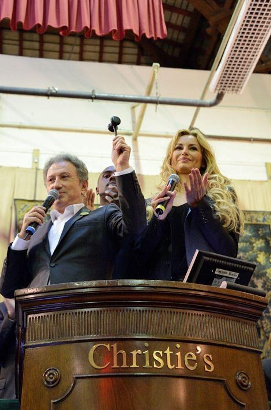 Michel Drucker et Adriana Karembeu à la vente aux enchères des Hospices de Beaune, le 16 novembre 2014