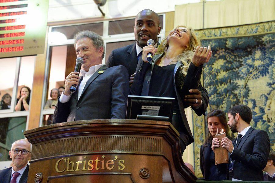 Michel Drucker, Teddy Riner et Adriana Karembeu à la vente aux enchères des Hospices de Beaune, le 16 novembre 2014