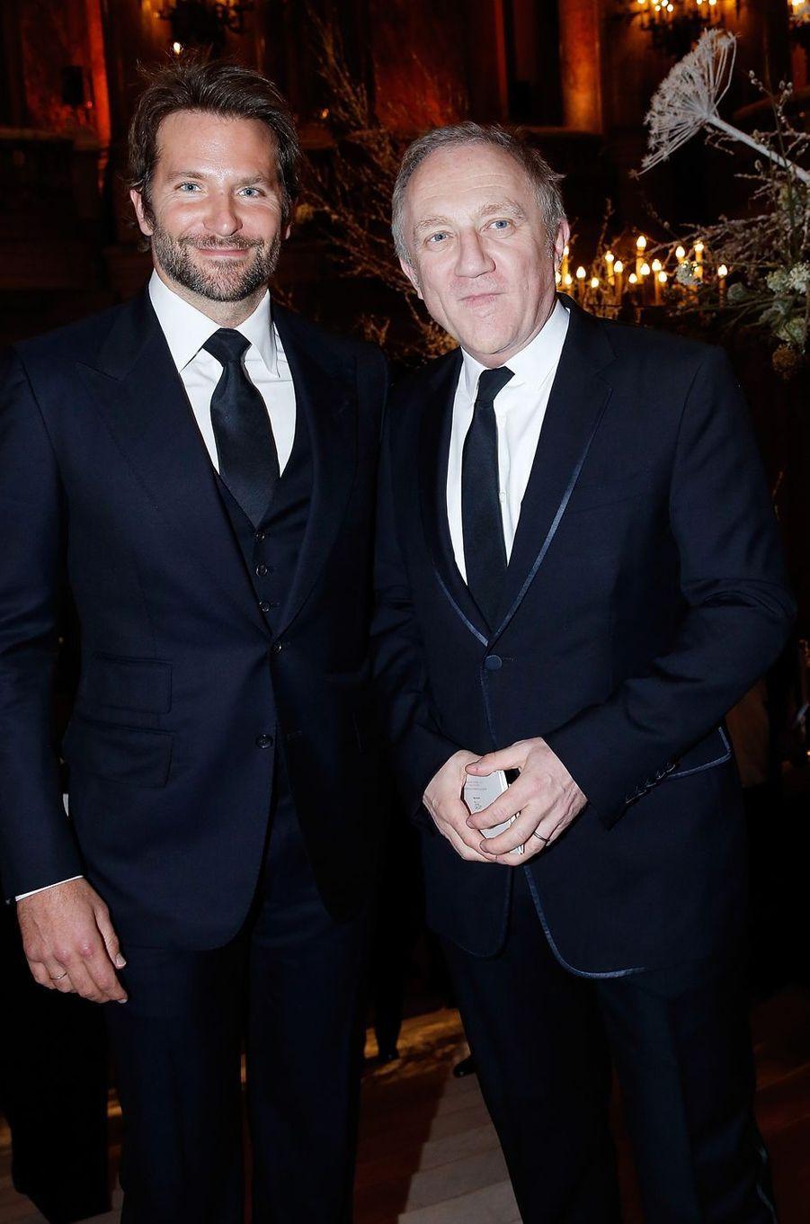 Bradley Cooper et François-Henri Pinault à Paris le 9 mars 2016