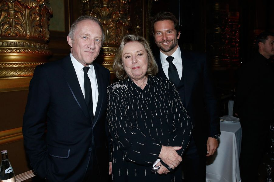 François-Henri Pinault, Maryvonne Pinault et Bradley Cooper à Paris le 9 mars 2016
