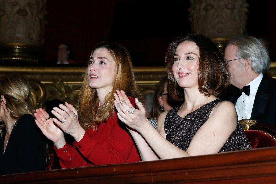 Julie Gayet et Elsa Zylberstein à Paris le 9 mars 2016
