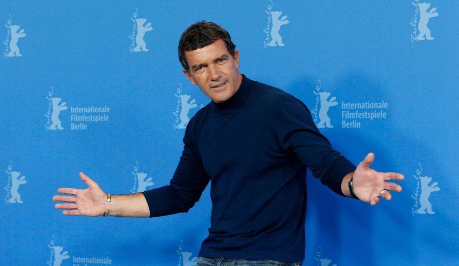 """L'un des acteurs favoris de Pedro Almodovar a annoncé à """"El Mundo"""" en 2009 qu'il se lancerait dans la production de vin. Son domaine se trouve en Espagne, dans la vallée du Duero."""