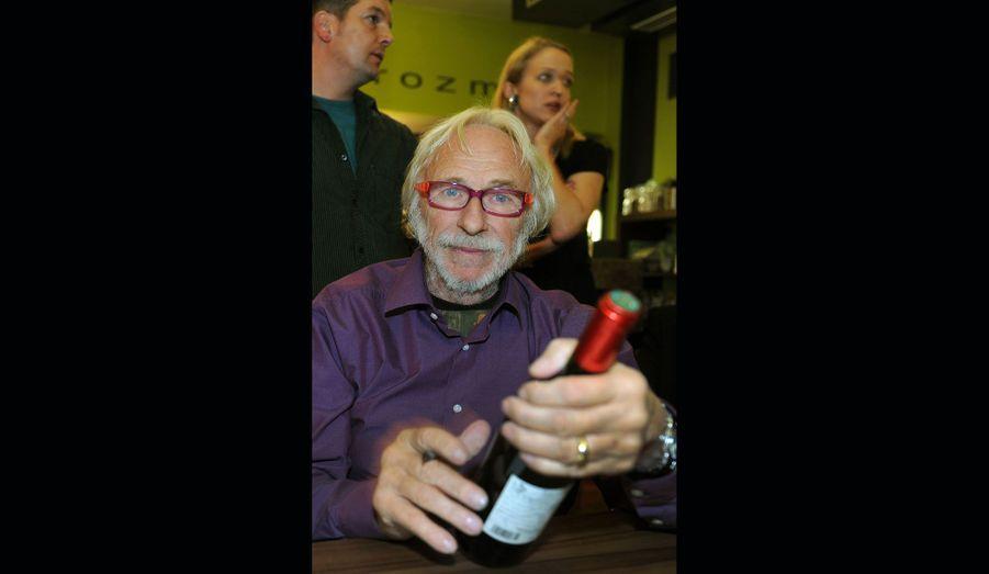 Le comédien qui interpréta «Le Blond» au cinéma produit son vin depuis 1986 à Gruissan, près de Narbonne, au Château Bel Evêque.