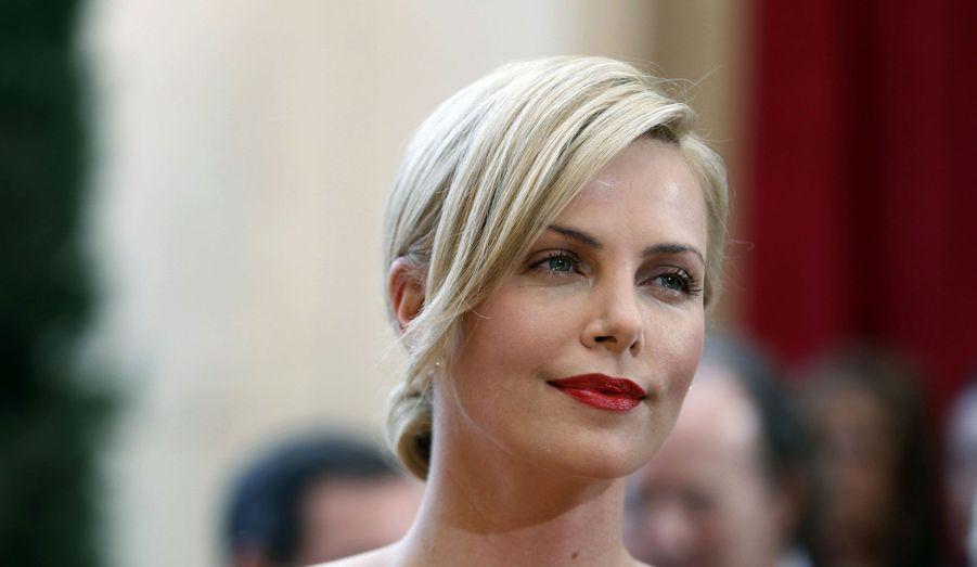 Pour les besoin du film «Mad Max 4», tourné en ce moment aux Etats-Unis, Charlize Theron a abandonné sa belle chevelure blonde.