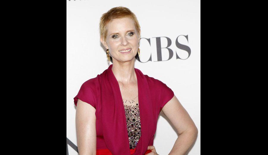 La flamboyante rousse n'a pas hésité une seule seconde lorsqu'on lui a proposé de jouer au théâtre le rôle d'une femme malade du cancer, même si cela impliquait de se raser le crâne.