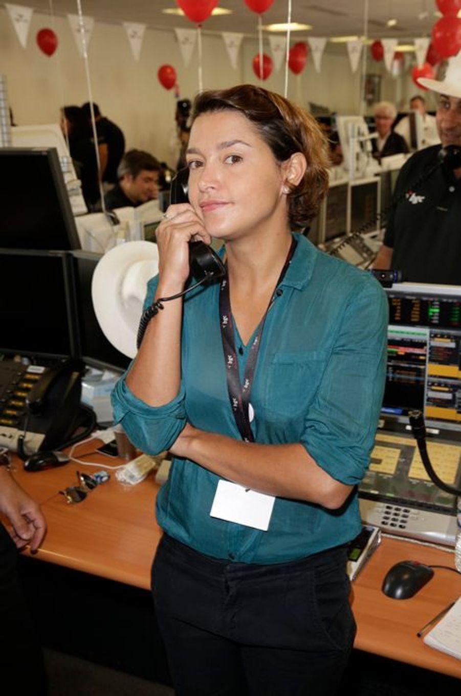 Emma de Caunes mobilisée pour le Charity Day à Paris le 11 septembre 2014.