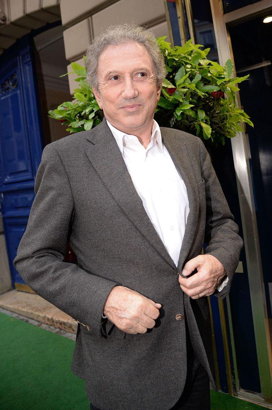 Michel Drucker à l'anniversaire de Michou, à Paris, le 20 juin 2016.