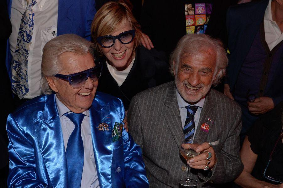 Michou avec Chantal Ladesou et Jean-Paul Belmondo, à Paris, le 20 juin 2016.