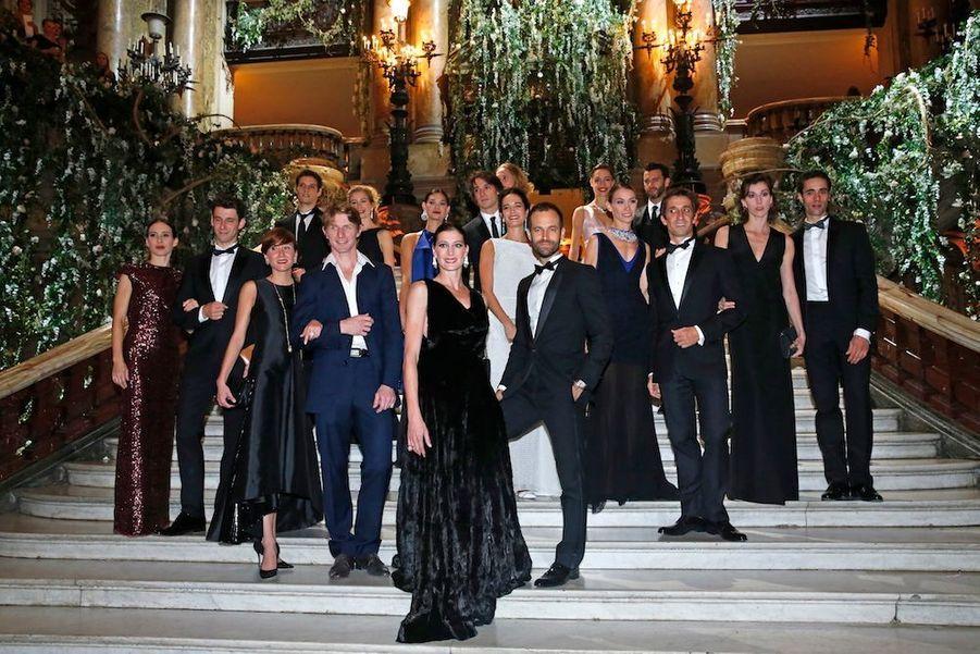 Les danseurs et danseuses étoiles habillés par Dior. Bijoux de Grisogono.