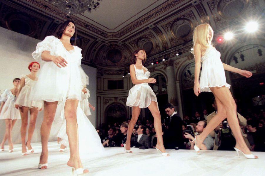 Le défilé de la marque Victoria's Secret en 1996.