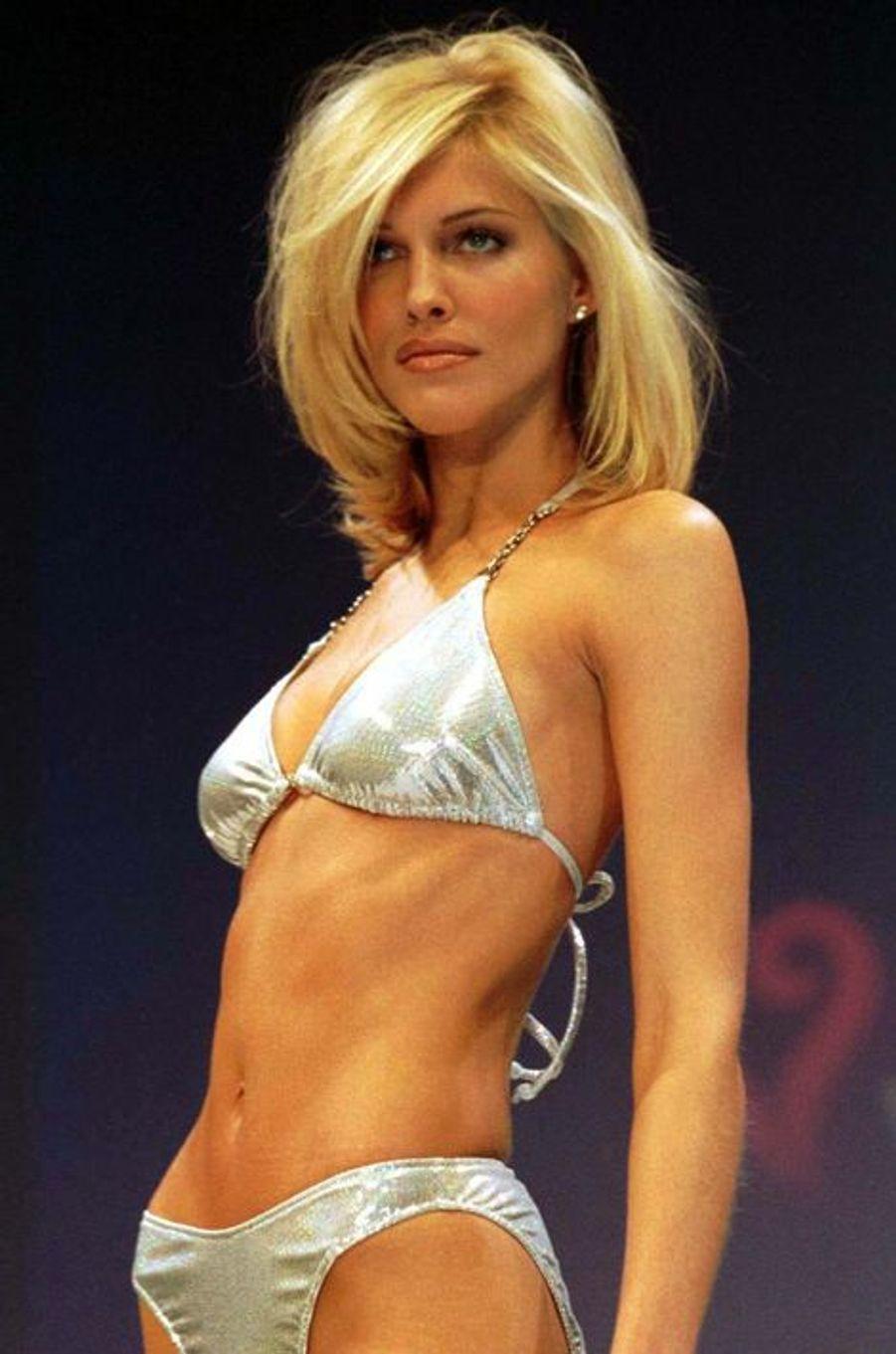 Le défilé de la marque Victoria's Secret en 1997 à New York (Tricia Helfer).