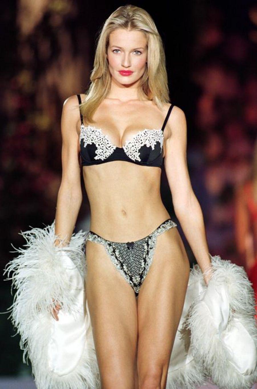 Le défilé de la marque Victoria's Secret en 1998 à New York.