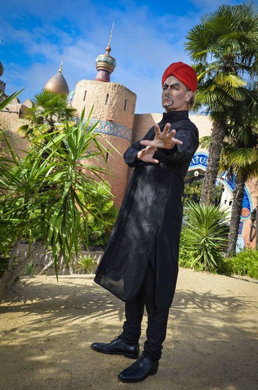 Franck Dubosc devient Jafar le temps d'une journée à Disneyland Paris pour Halloween