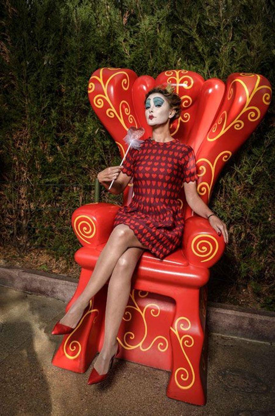 Sandrine Quétier devient la Reine de Coeur le temps d'une journée à Disneyland Paris pour Halloween