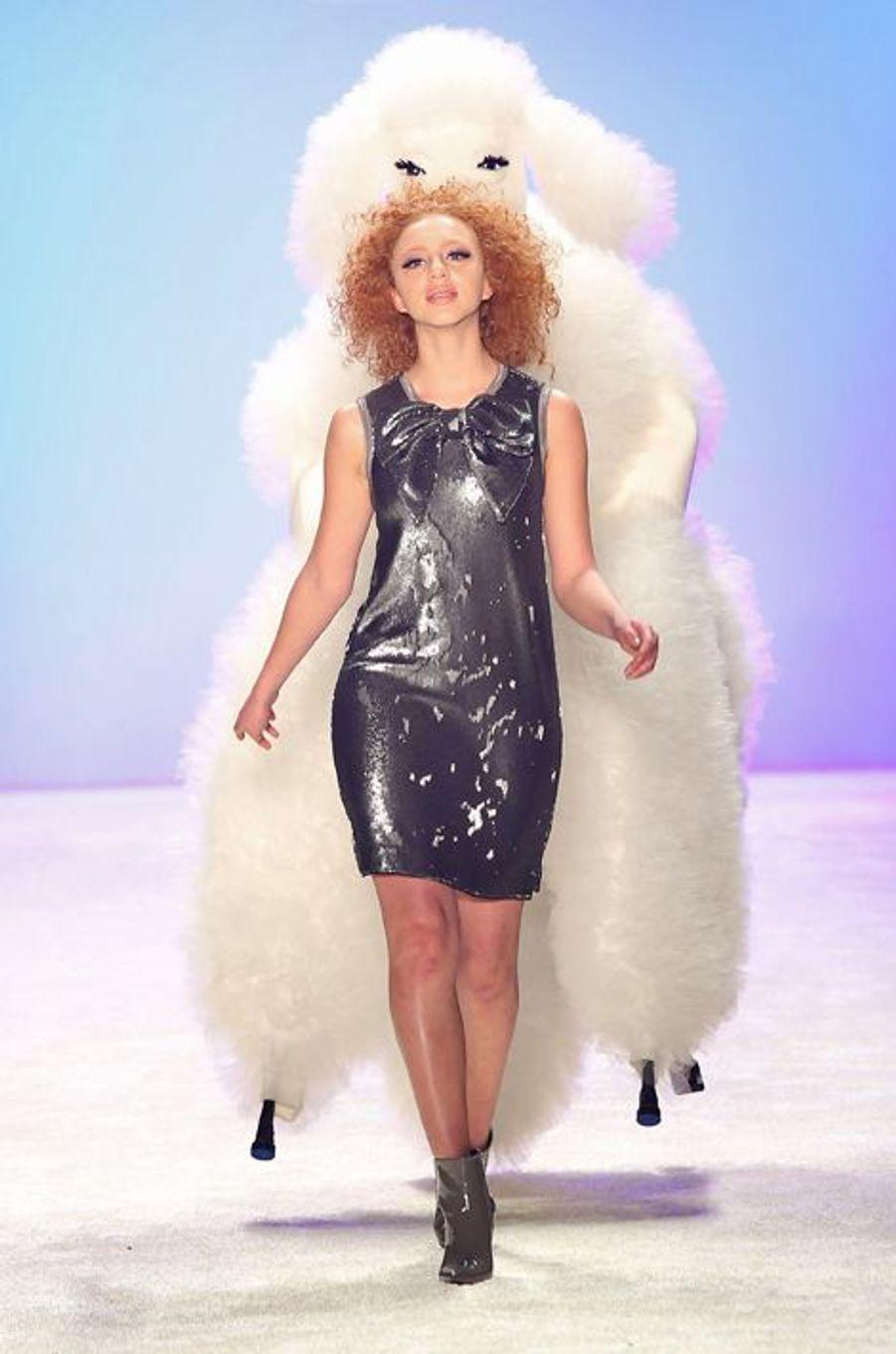 Anna Ermakova, fille de Boris Becker, fait ses débuts de mannequin à la Fashion Week de Berlin