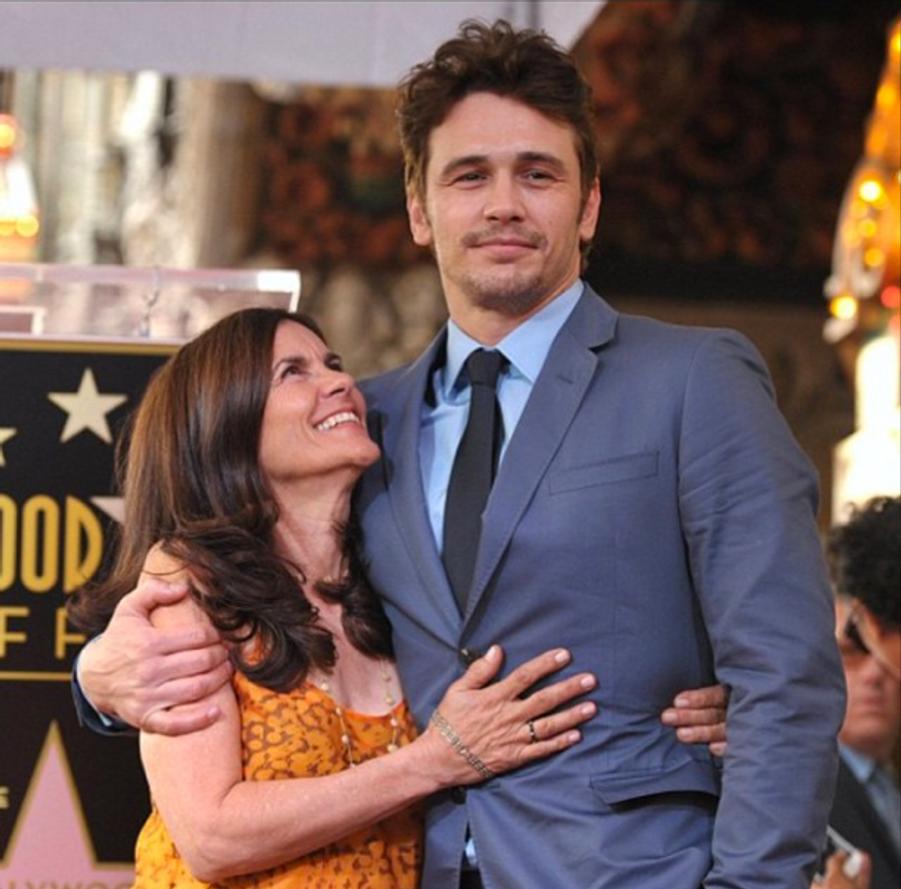 """James Franco, on ne peut plus fier de sa """"petite"""" maman"""