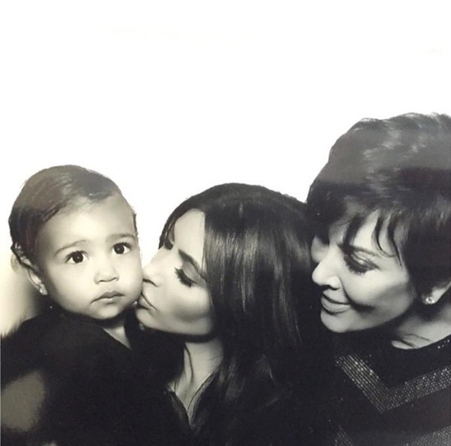 Kim Kardashian, aux côtés de sa fille North et de sa mère Kris