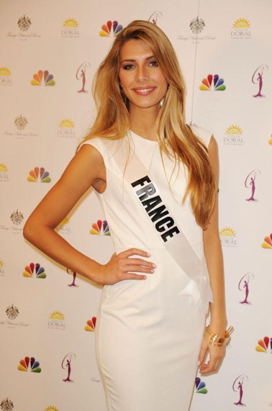 Camille Cerf en conférence de presse pour Miss Univers 2015