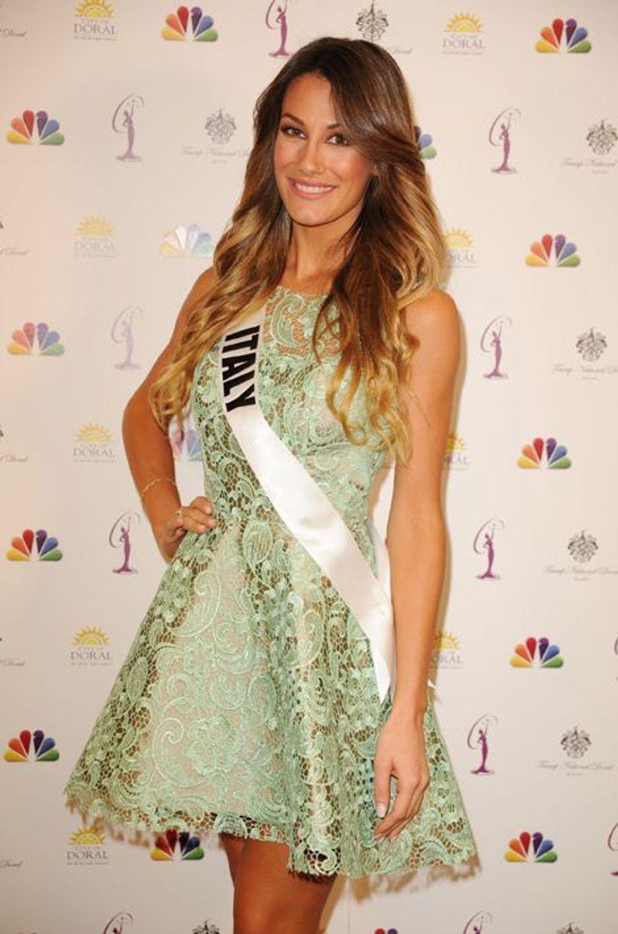 Miss Italie à la dernière conférence de presse Miss Univers 2015