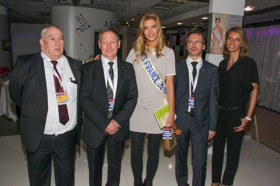 Camille Cerf et Sylvie Tellier, entourées des responsables du stand Nord-Pas-de-Calais, à Cannes le 11 mars 2015