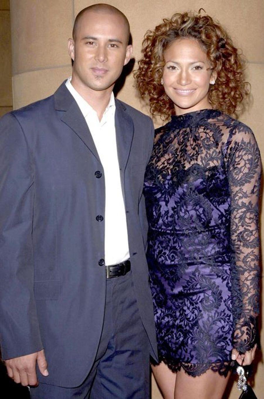 Déjà mariée une première fois entre février 1997 à janvier 1998, la chanteuse américaine avait épousé l'un de ses danseurs, Cris Judd, en septembre 2001 après sept mois de relation. Séparés en mai 2002, le divorce avait été prononcé en janvier 2003.