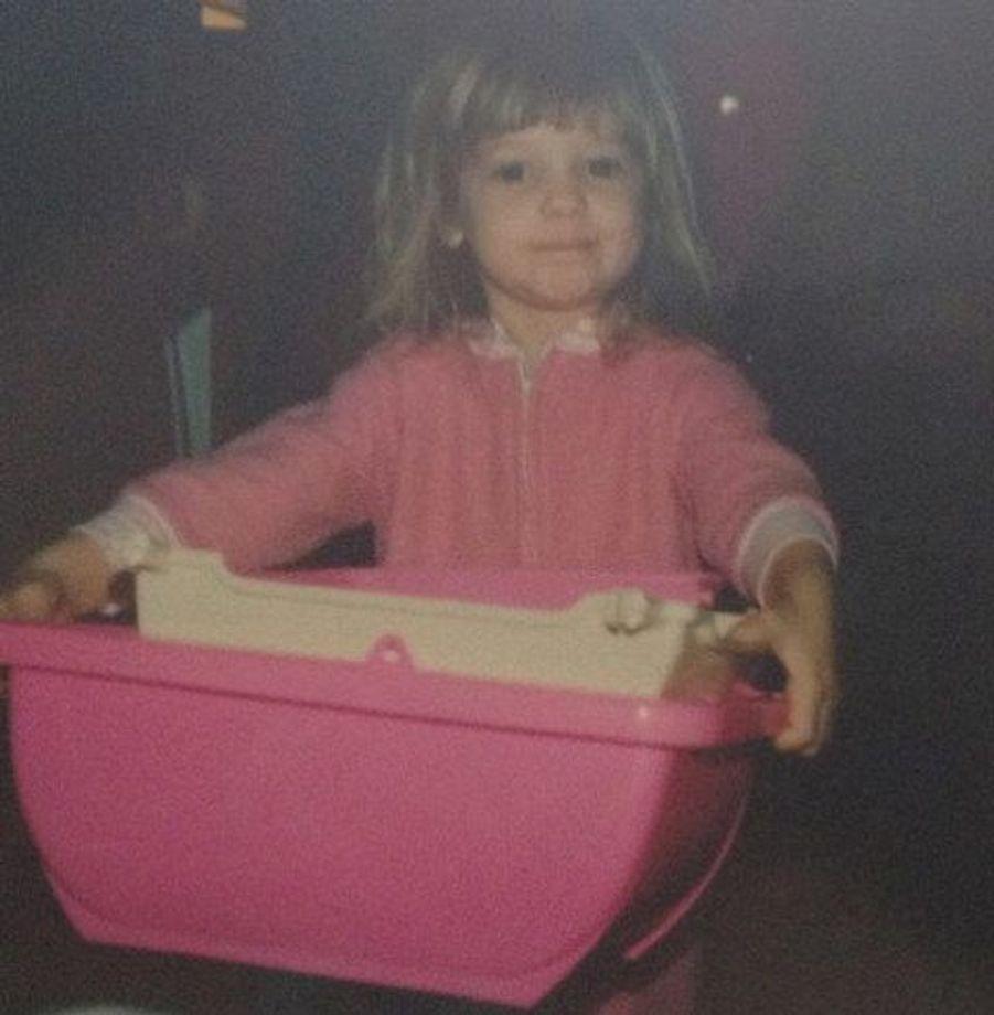 À 4 ans, cette comédienne assortissait déjà sa tenue à ses accessoires