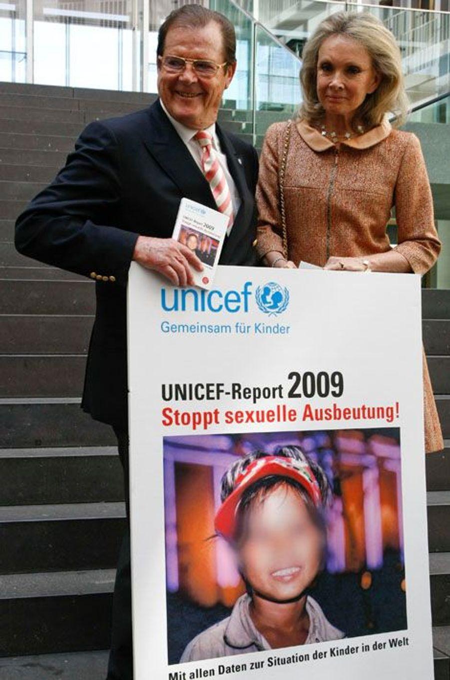 Roger Moore contre les abus sexuels sur les enfants, en 2009