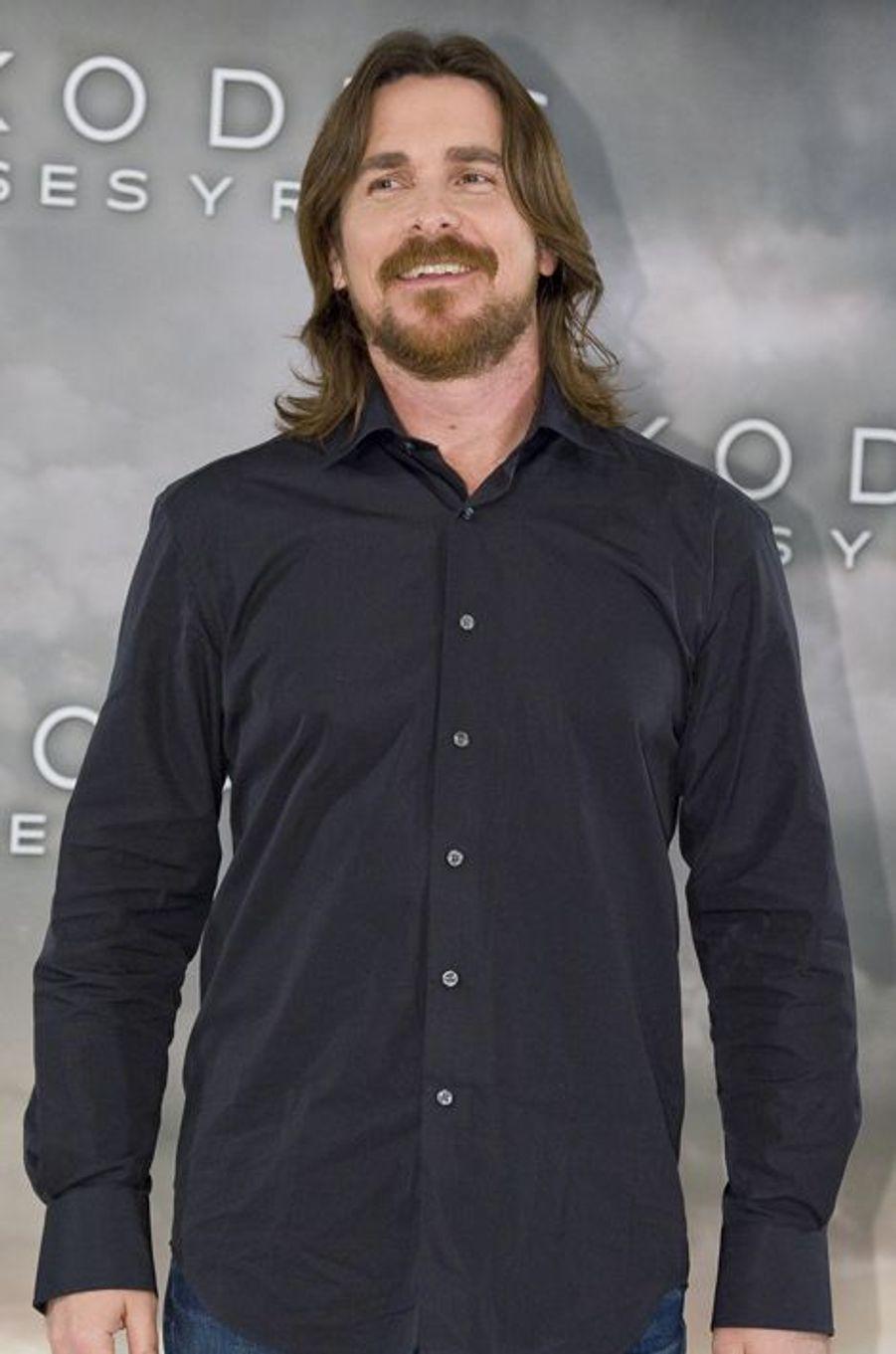 En 1987, Christian Bale est seulement âgé de 13 ans lorsqu'il gagne la reconnaissance en obtenant son premier grand rôle au cinéma, dans «Empire du Soleil». Un film réalisé par Steven Spielberg qui lui avait permis de devenir célèbre du jour au lendemain. En revenant à l'école, l'acteur a quelque peu été perturbé par les réflexions de ses camarades, qui l'ont pris pour cible. «Toutes les filles étaient gentilles avec moi, mais les garçons voulaient seulement se battre».