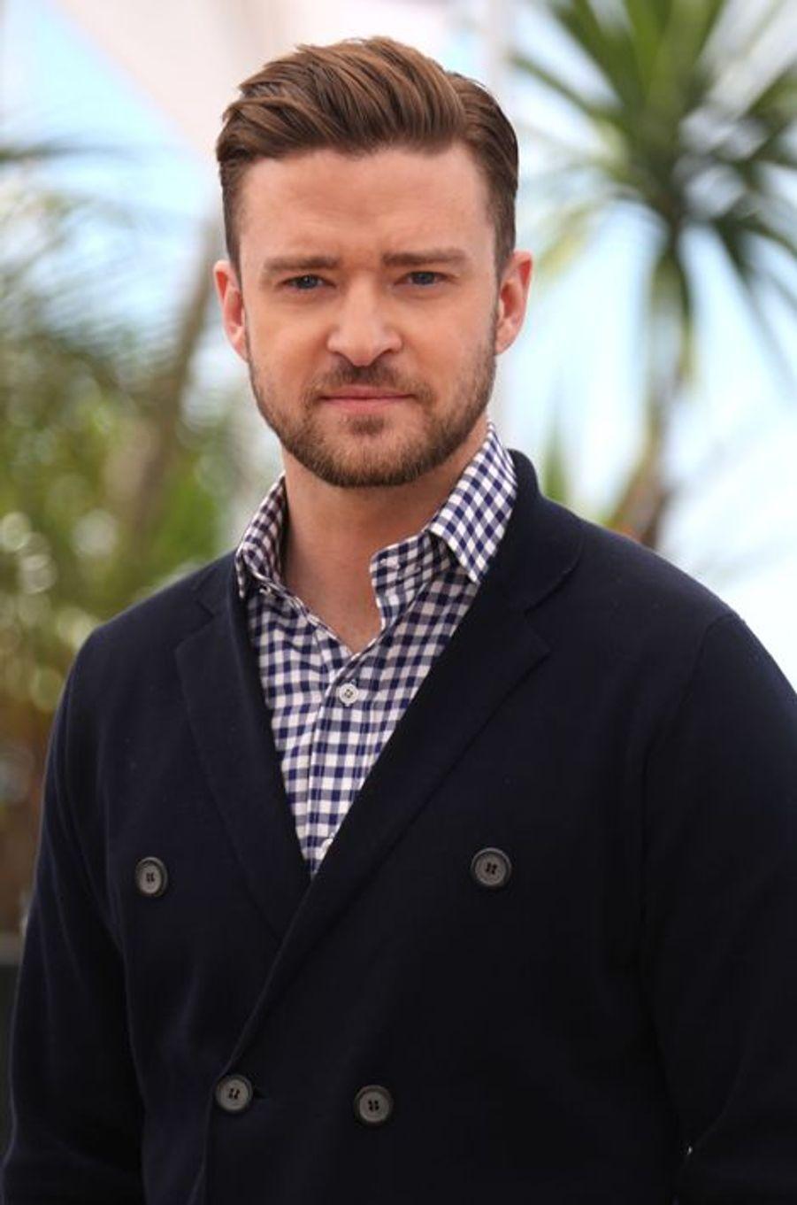 Vedette bankable de la musique américaine, l'époux de Jessica Biel n'était pas très populaire à l'école. Victime de harcèlement scolaire pendant de longues années, Justin Timberlake a souvent été pris pour cible par les filles. «Je me faisais embêter constamment. J'avais de l'acné et des cheveux bizarres. Des détails qui n'aident pas !», expliquait-il en 2011 à Ellen DeGeneres.