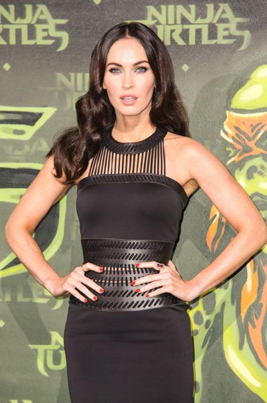 """Dans un entretien accordé au site anglais Fametastic en 2009, la bombe révélée dans la saga «Transformers» s'était confiée sur son expérience du harcèlement scolaire. «Les filles de mon école étaient mauvaises. J'avais 15 ans, et tout le monde savait que je voulais devenir actrice. Un jour, pour Halloween, une fille s'est ramenée dans un costume en latex. Tout le monde lui demandait en quoi elle était déguisée : """"En Megan Fox ! Je suis actrice, ne voyez-vous pas ?"""" Je ne lui ai rien dit, j'étais pétrifiée et très intimidée»."""
