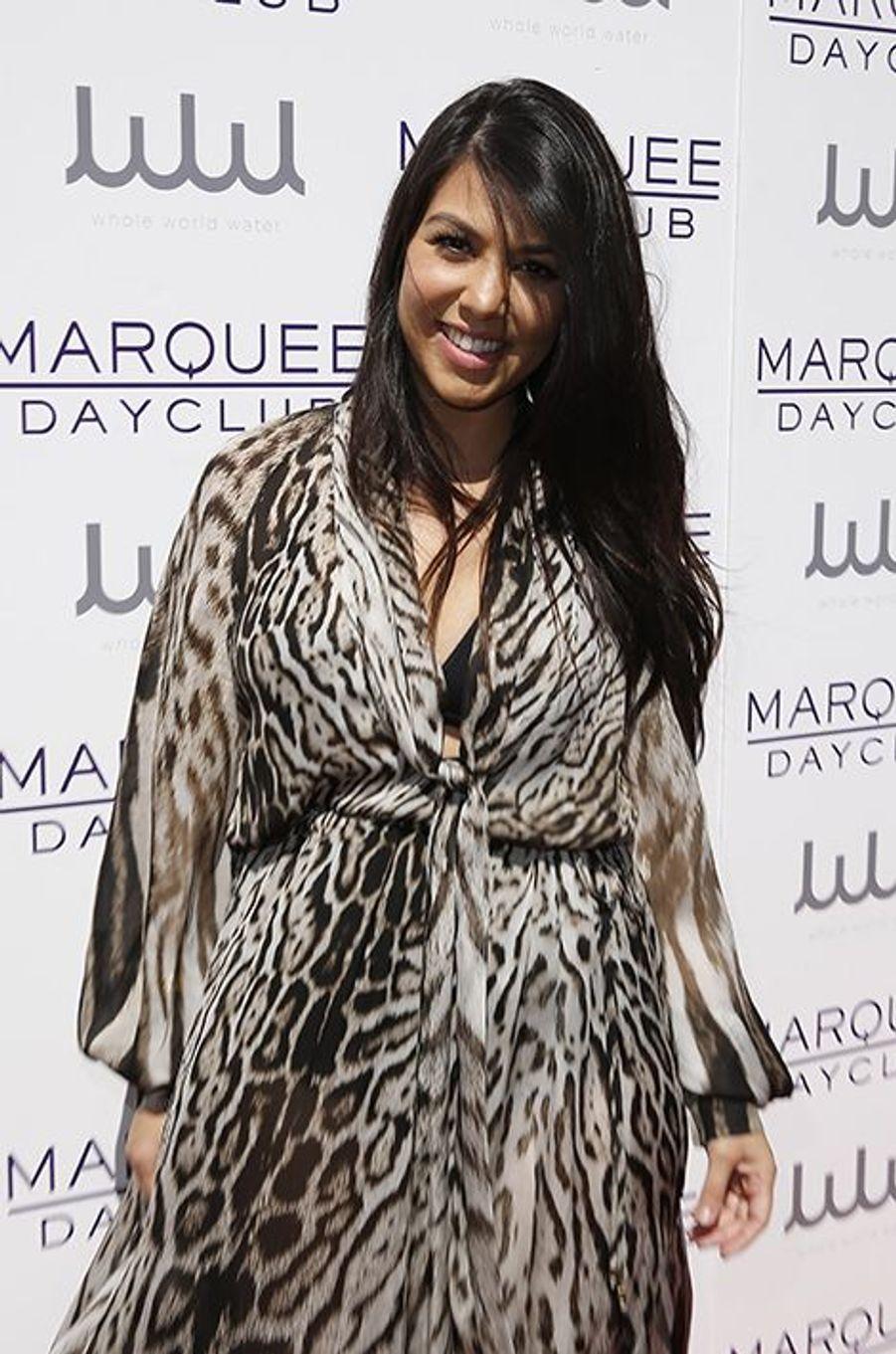 """La sœur aînée de Kim Kardashian avait révélé en 2010 avoir subi une augmentation mammaire. «C'est marrant, car les journalistes se sont amusés à faire un avant/après de ma poitrine. Sauf que la photo du """"avant"""" a été prise après mon opération», lâchait-elle à ABC News."""