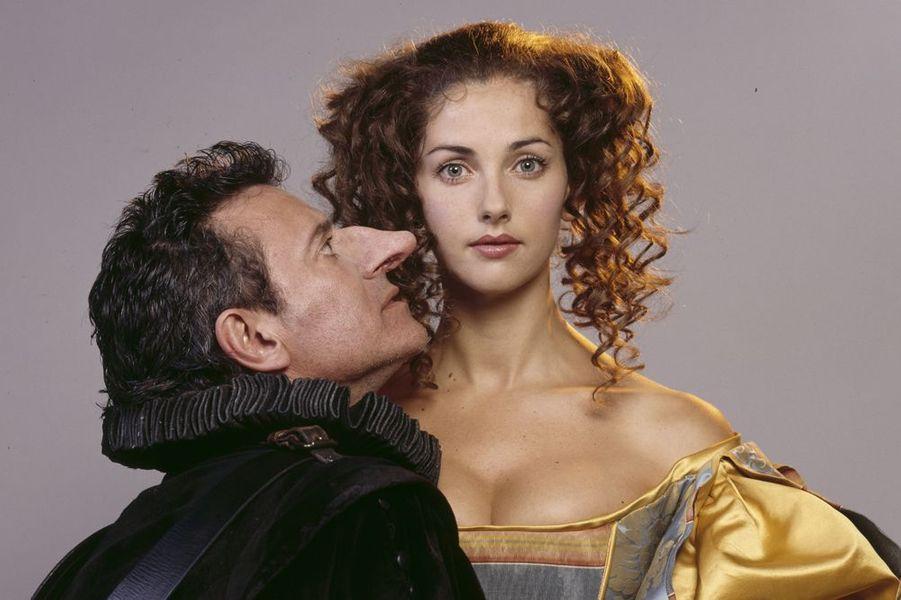 """Avec Francis Huster dans la pièce """"Cyrano de Bergerac"""", en 1997"""