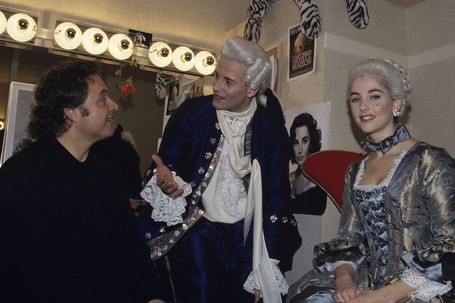 """Avec Guillaume Durand et Francis Huster dans les loges du théâtre Marigny pour """"Suite Royale"""", en 1993"""