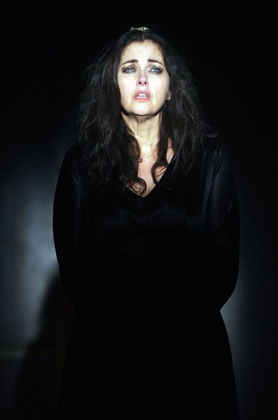 """En 2015 dans la pièce de théâtre """"Marie Tudor"""", à Paris"""