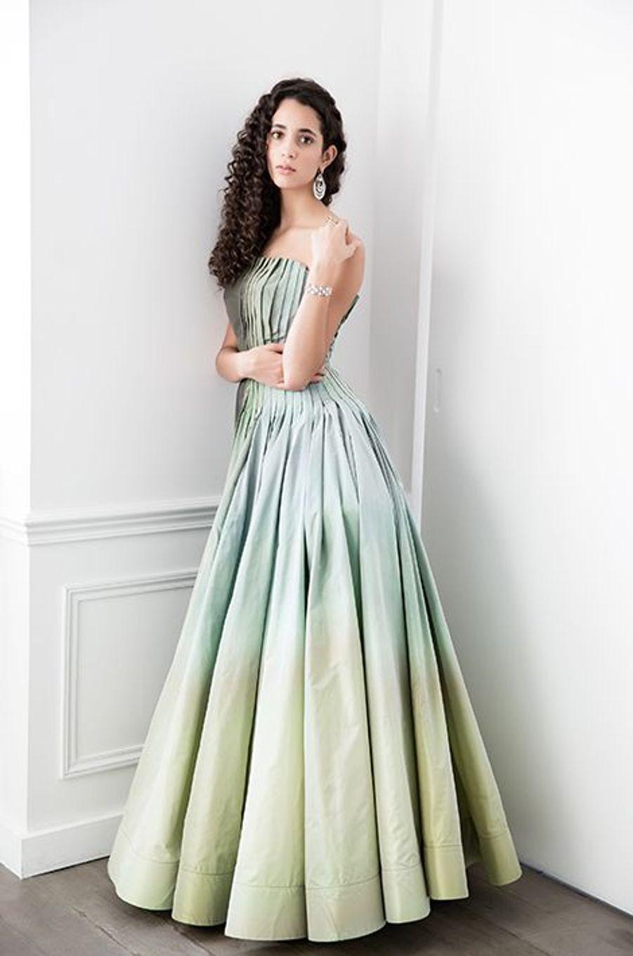 Iman Pérez (France) en robe Gaultier Paris, bijoux Payal New York