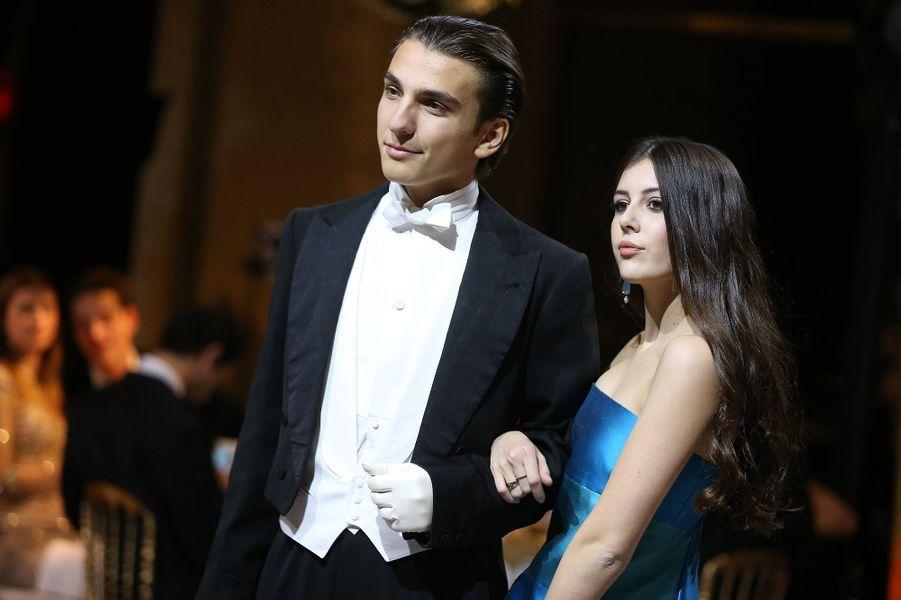 La princesse Anastasia Pallavicini (robe Roberto Capucci, bijoux Payal New York) et son cavalier Konstantin Jensen