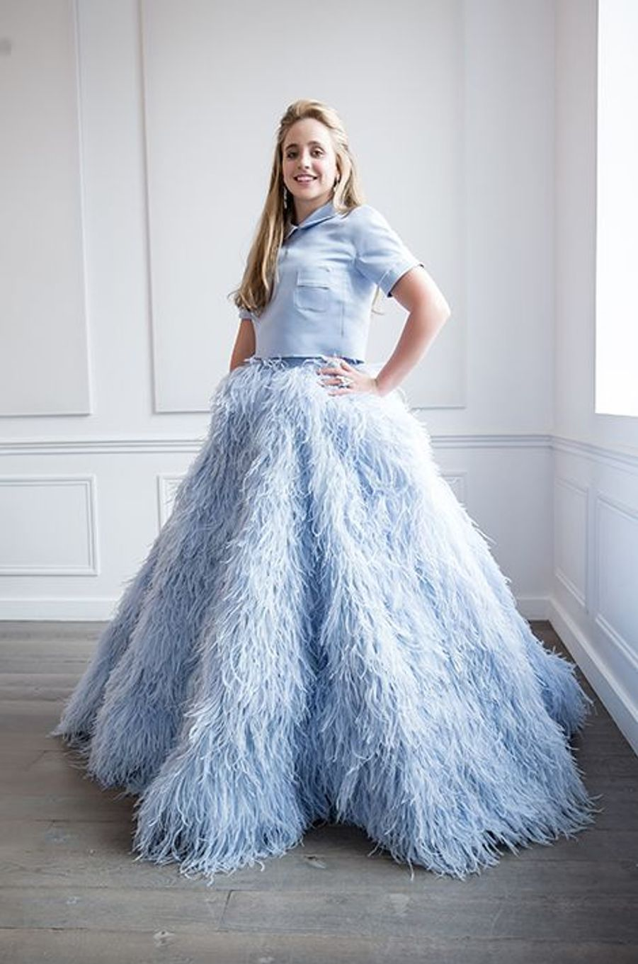 Olivia Hallisey (USA) en robe Giambattista Valli Haute-Couture, bijoux Payal New York