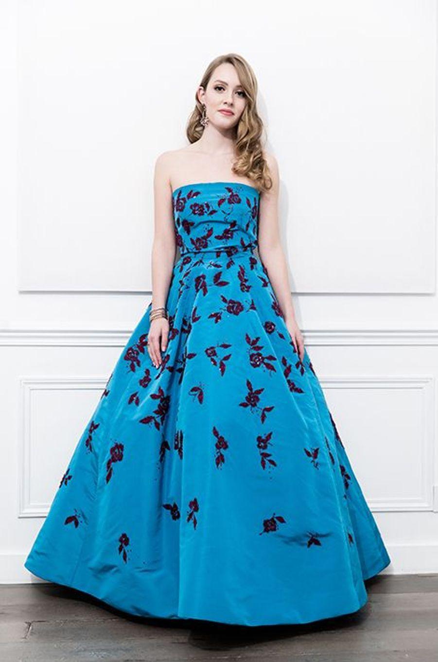 Skye McCaw (USA) en robe Oscar de la Renta, bijoux Payal New York