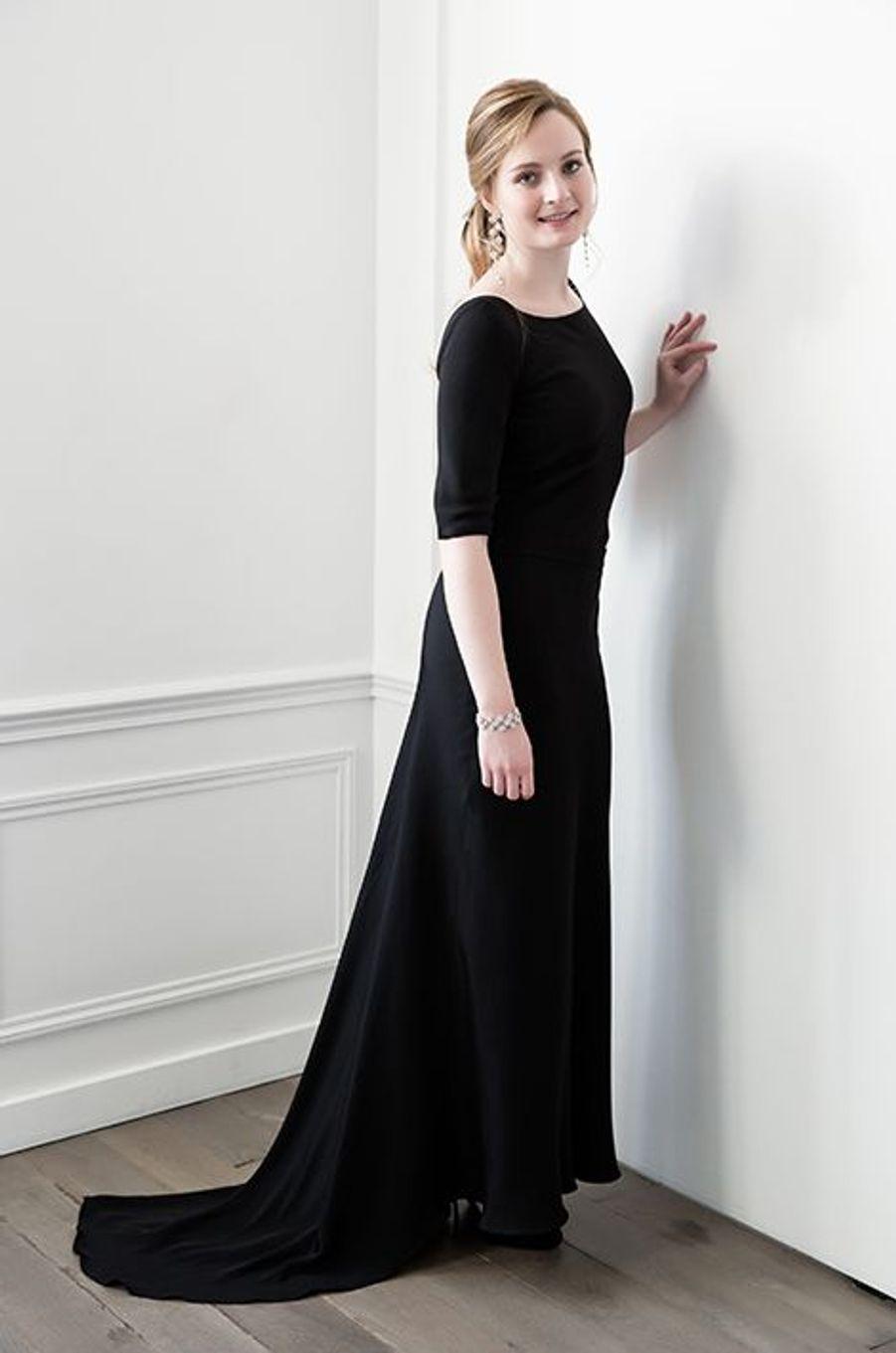 Tara Sackler-Hunt (Irlande) en robe Delphine Manivet, bijoux Payal New York