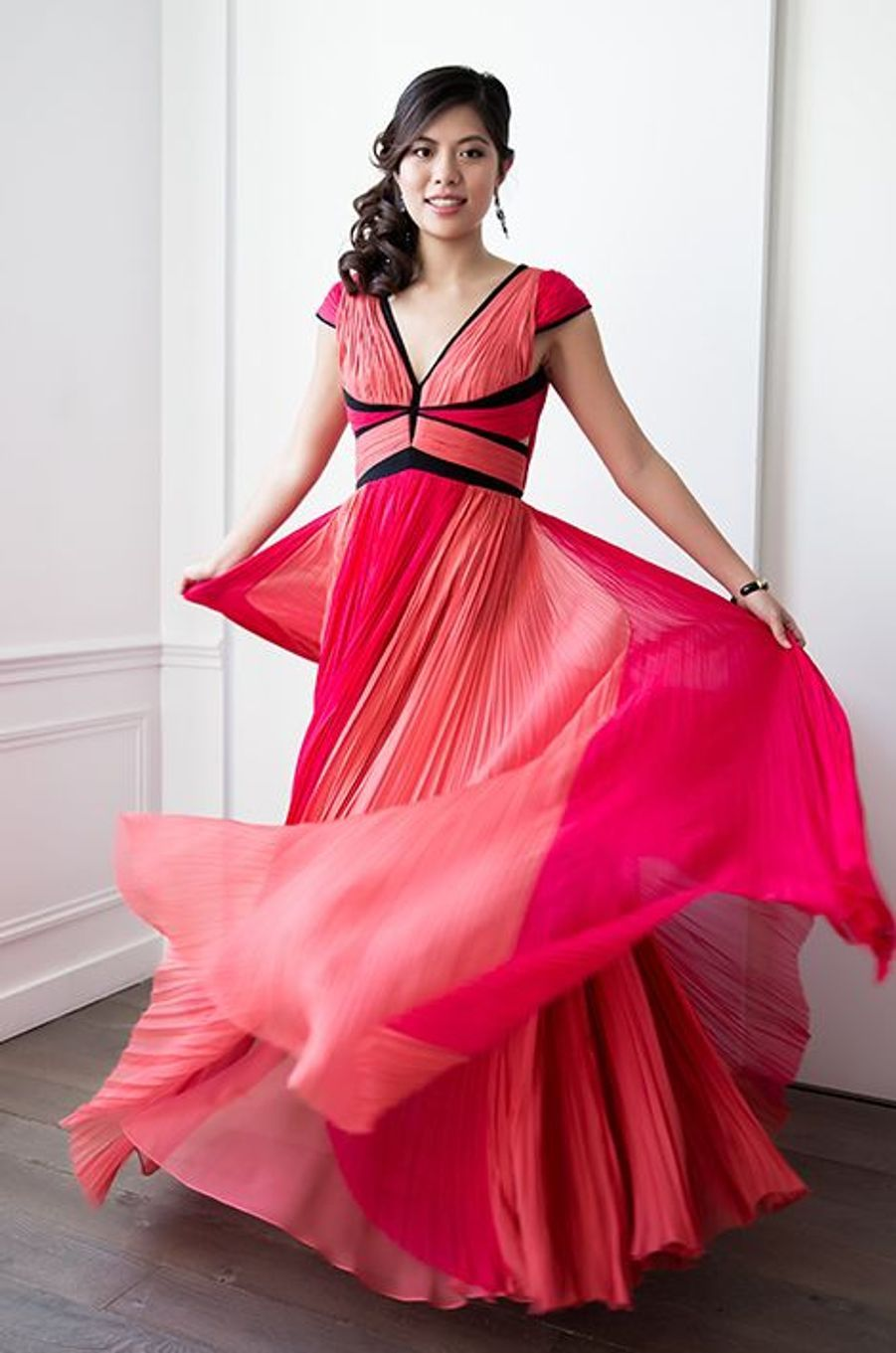 Vanessa Wang (Chine) en robe J. Mendel, bijoux Payal New York