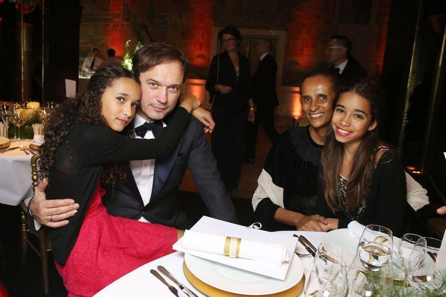Vincent Pérez, sa femme Karine Silla, leur fille Tess et une amie