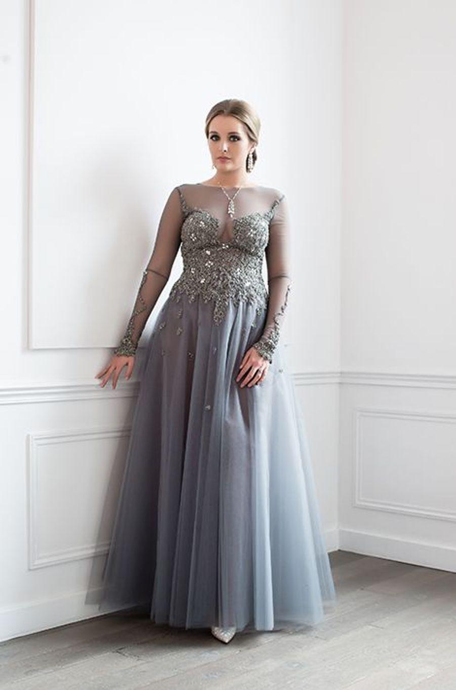 Zofia Krasicki v Siecin (Australie) en robe Oglia-Loro, bijoux Payal New York
