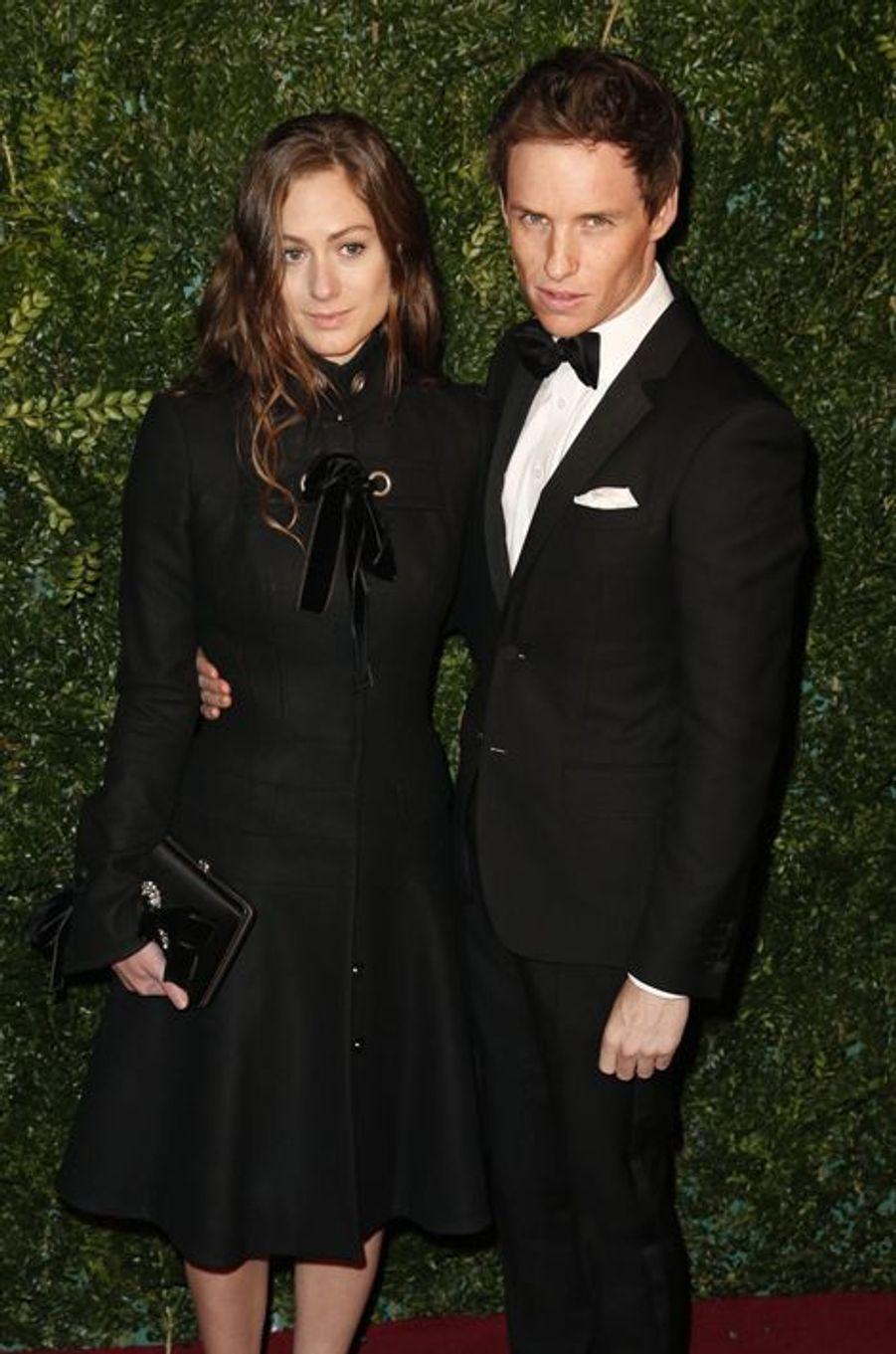 Eddie Redmayne et sa fiancée, Hannah Bagshawe, à Londres le 30 novembre 2014